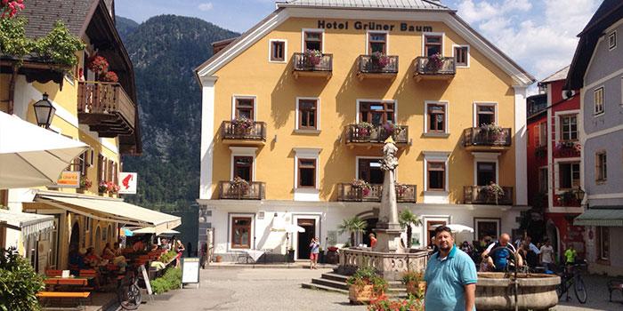 hallstatt-austria-pueblo-bonito-plaza-tipica