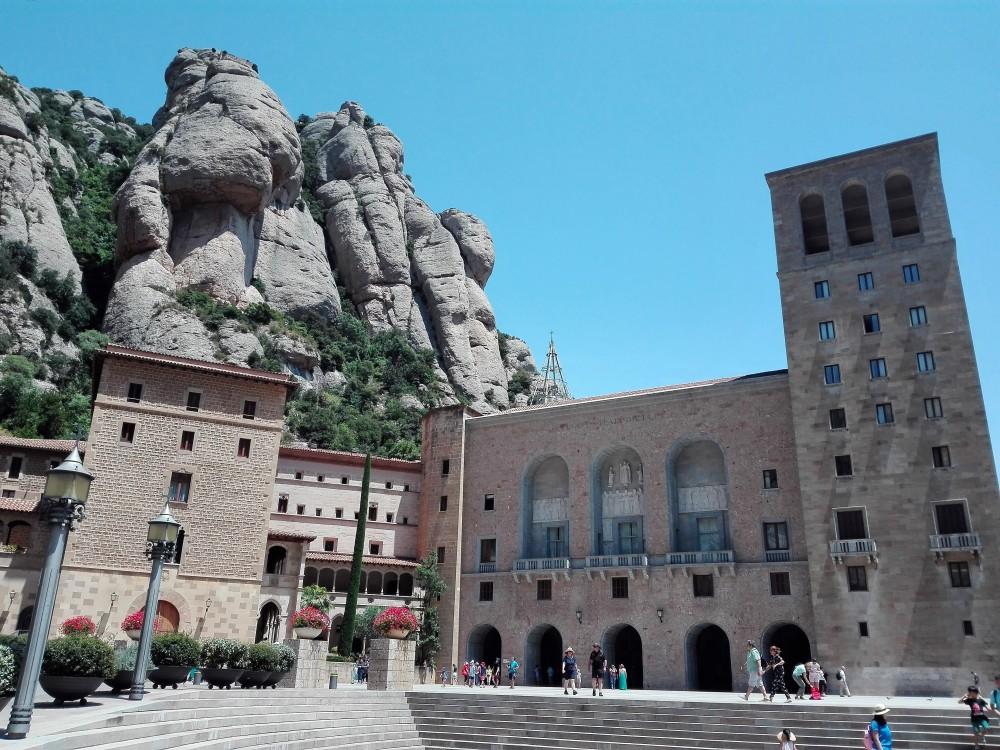 Basilica-de-Montserrat-don-viajon-catalunya-espana