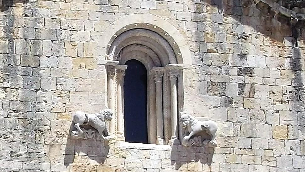 Besalu-monasterio-medieval-san-pedro-don-viajon-arte-espana