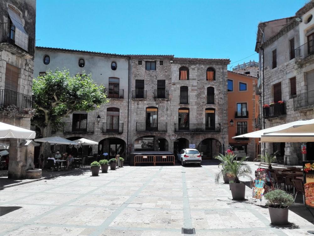 Besalu-plaza-de-la-libertad-don-viajon-cataluna-espana