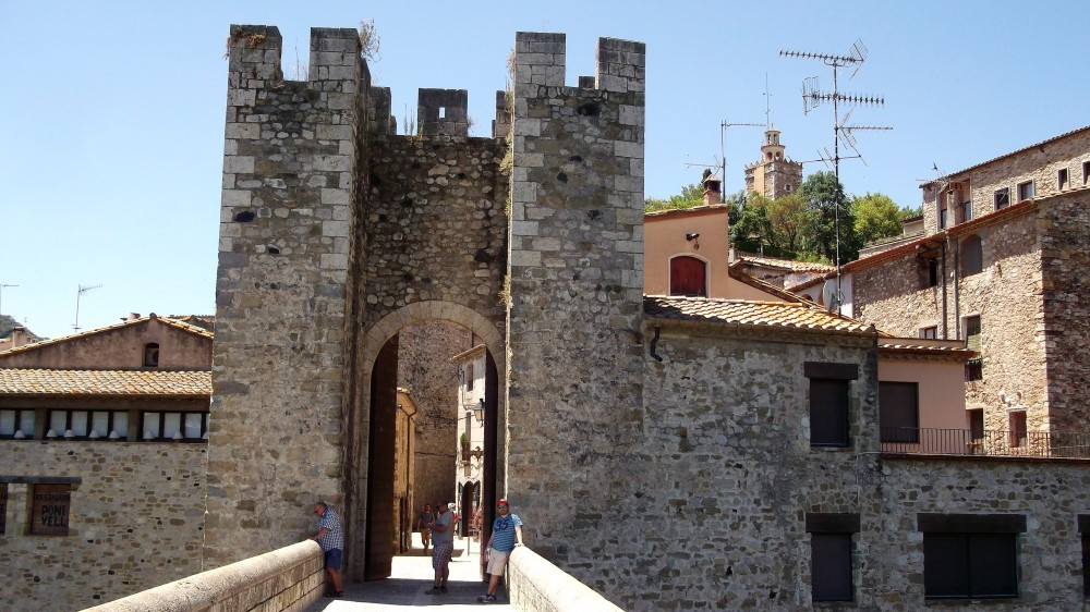 Besalu-puente-viejo-don-viajon-medieval-espana