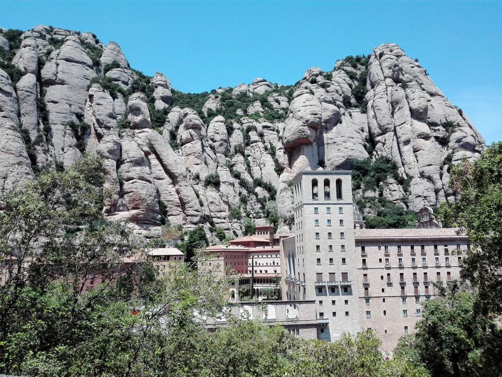 Monasterio-de-Montserrat-don-viajon-turismo-religioso-espana