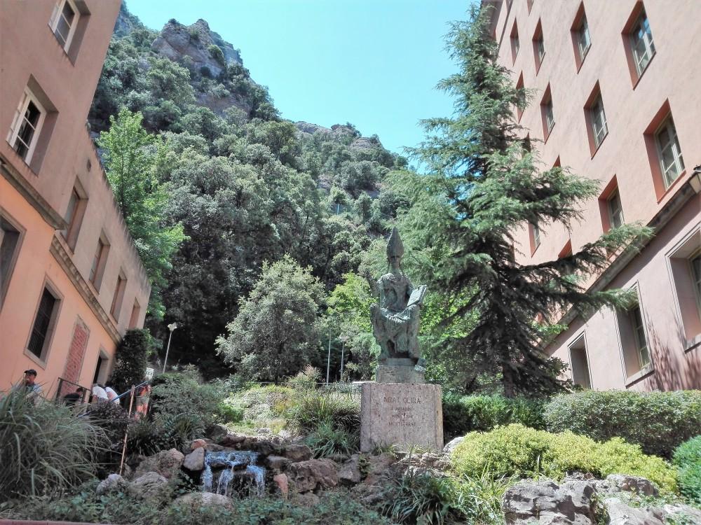 Montserrat-abad-Oliba-don-viajon-catalunya-espana