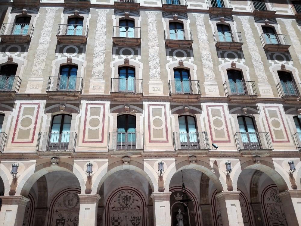 Montserrat-arquitectura-don-viajon-abadia-espana