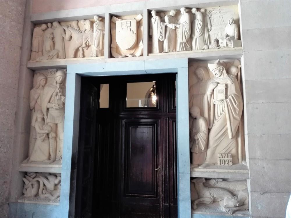 Montserrat-arte-religioso-don-viajon-catalunya
