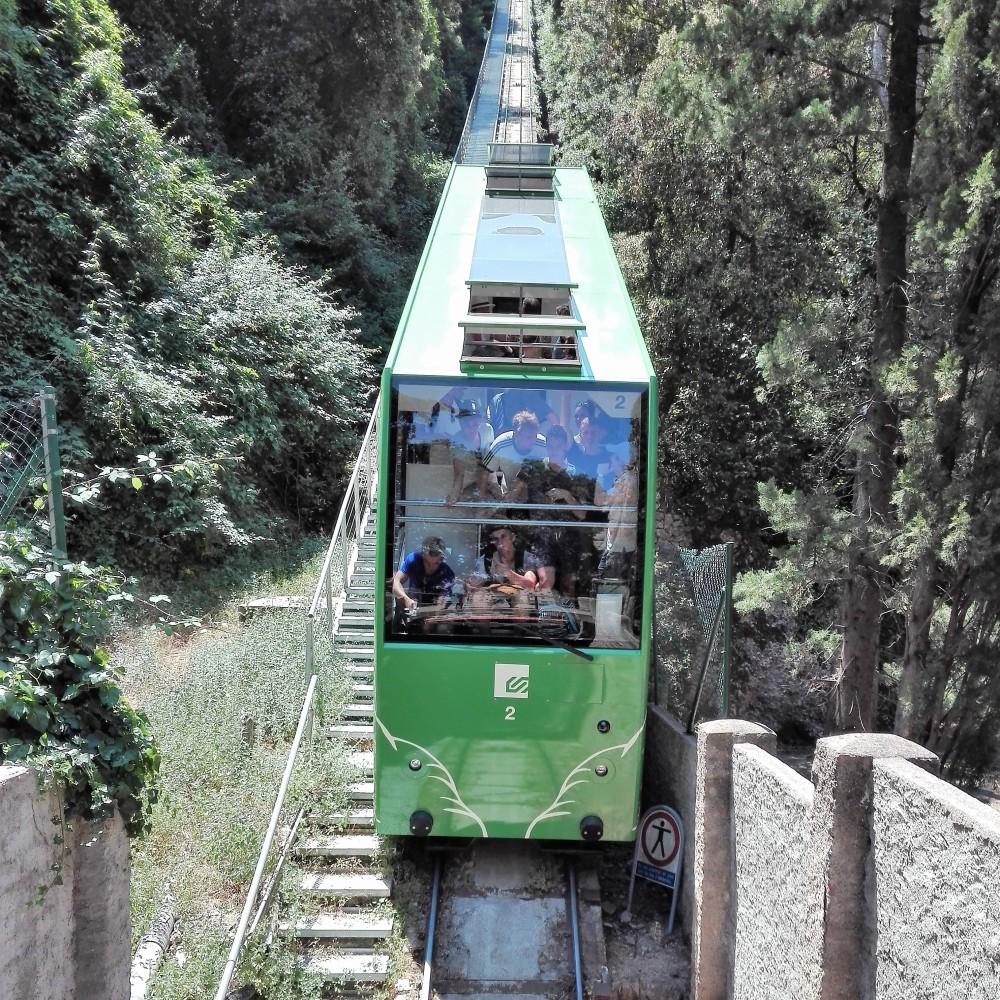 Montserrat-funicular-don-viajon-senderismo-de-montana-espana