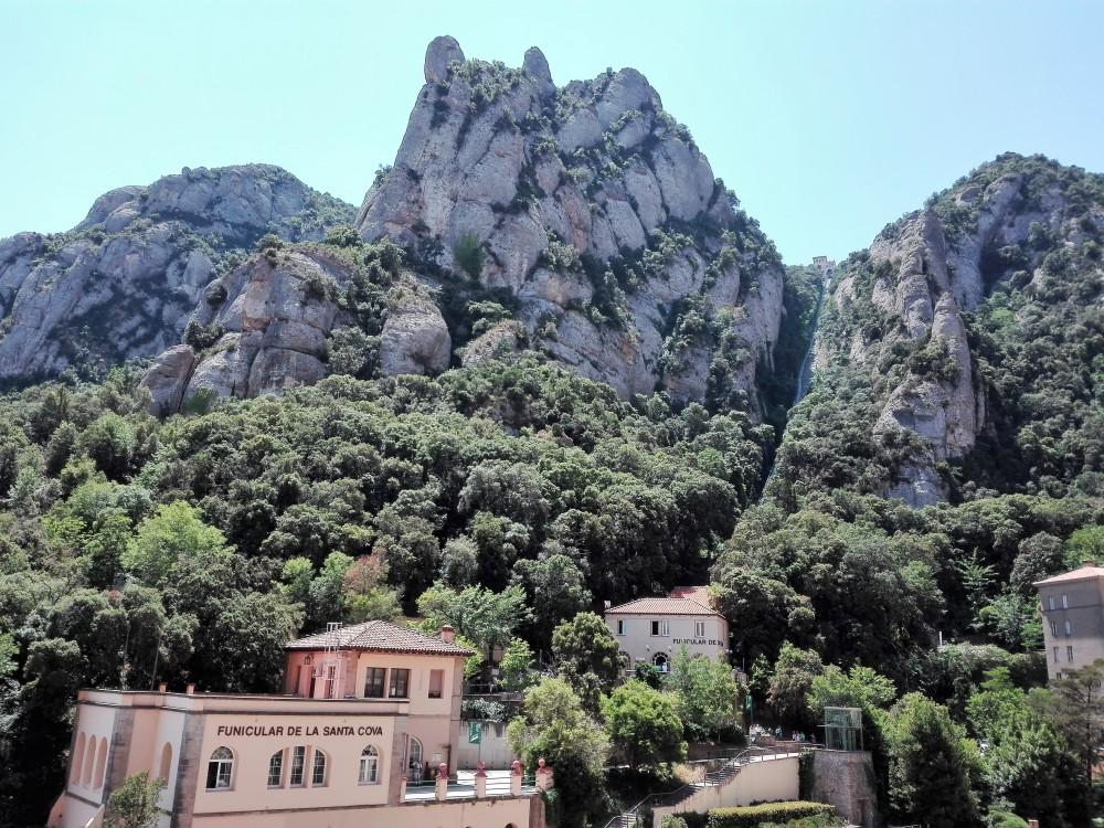 Montserrat-funicular-rutas-senderismo-don-viajon-catalunya
