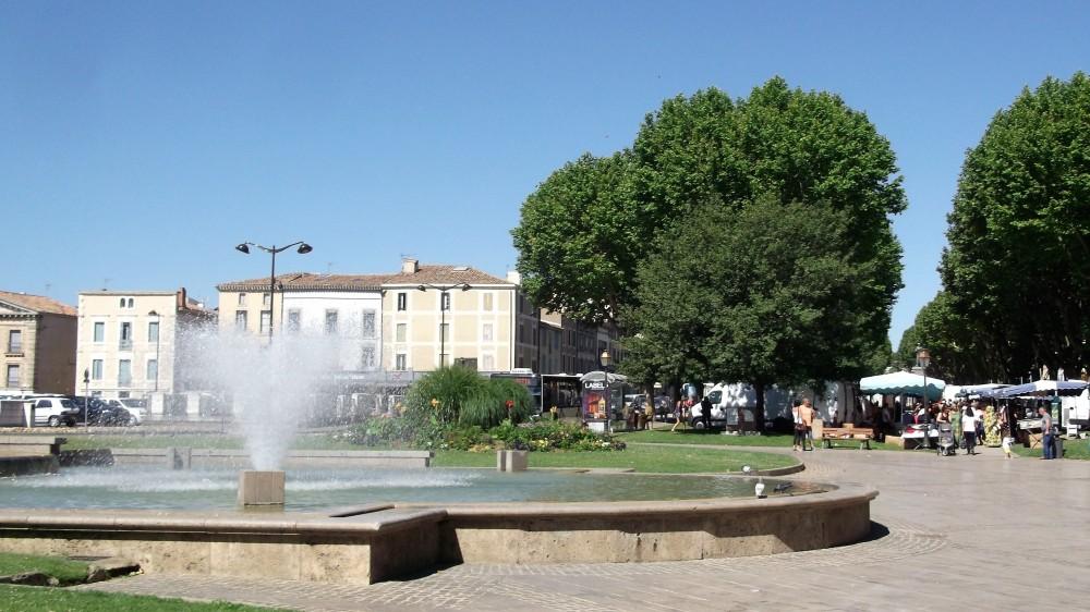 Carcasona-bulevar-de-la-ciudad-donviajon-parques-mercados-francia