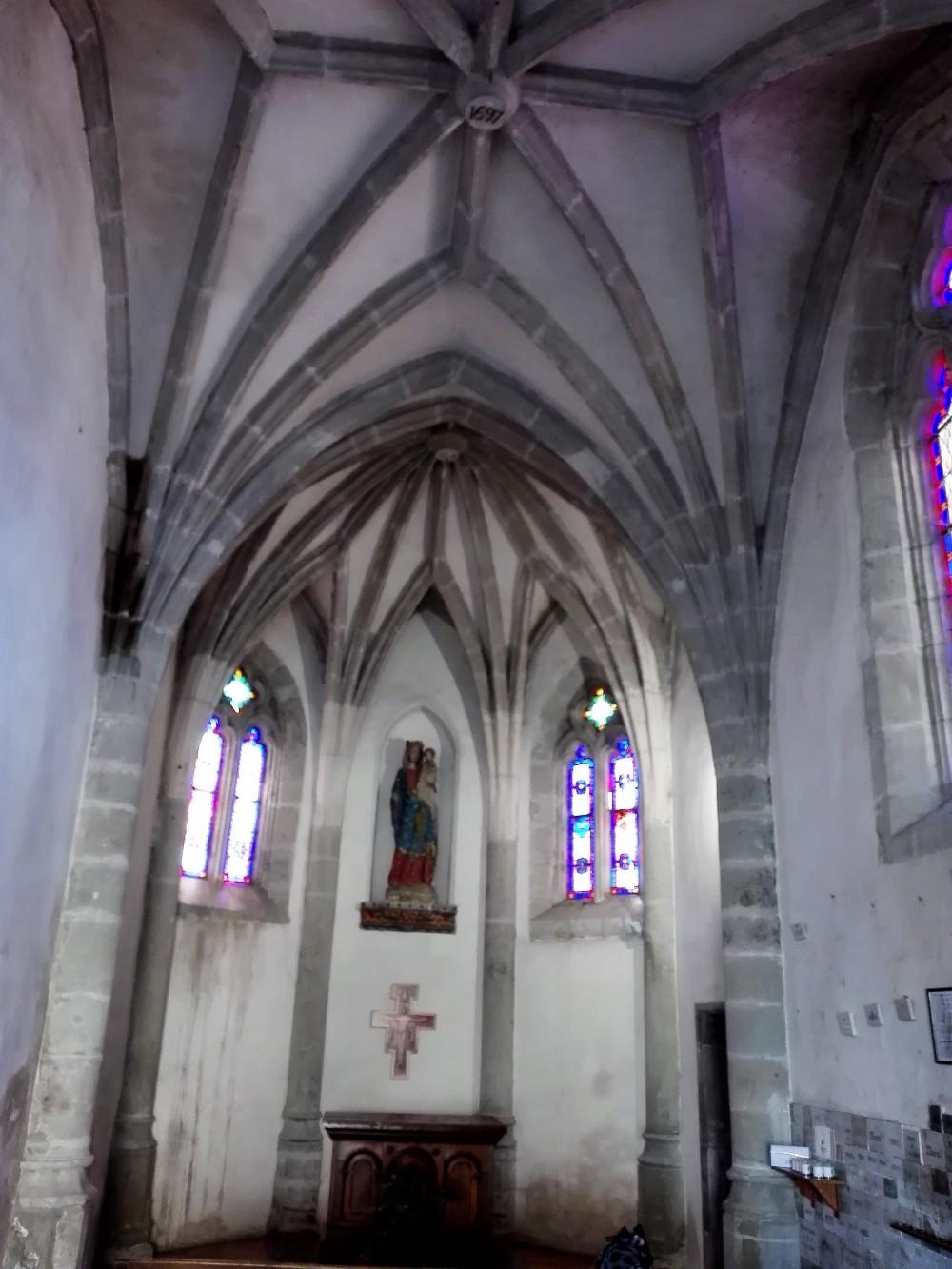 Carcasona-capilla-nuestra-senora-de-la-salud-donviajon-puente-viejo-francia