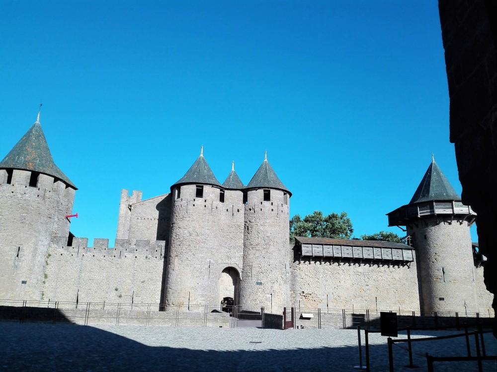 Carcasona-castillo-condal-donviajon-gotico-medieval-occitania-francia