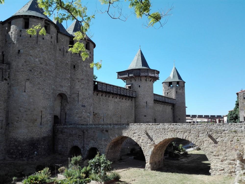 Carcasona-foso-castillo-condal-donviajon-arquitectura-medieval-francia