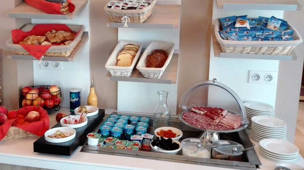 Carcasona-hotel-aragon-donviajon-desayuno-buffet-francia