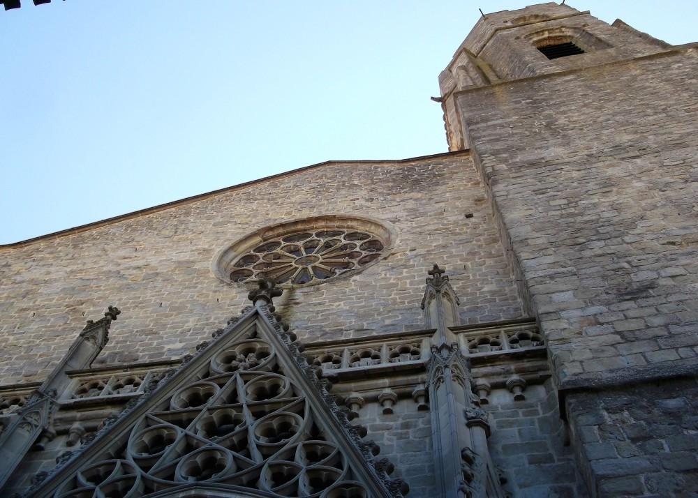Carcasona-iglesia-de-san-vicente-donviajon-gotico-languedoc-francia