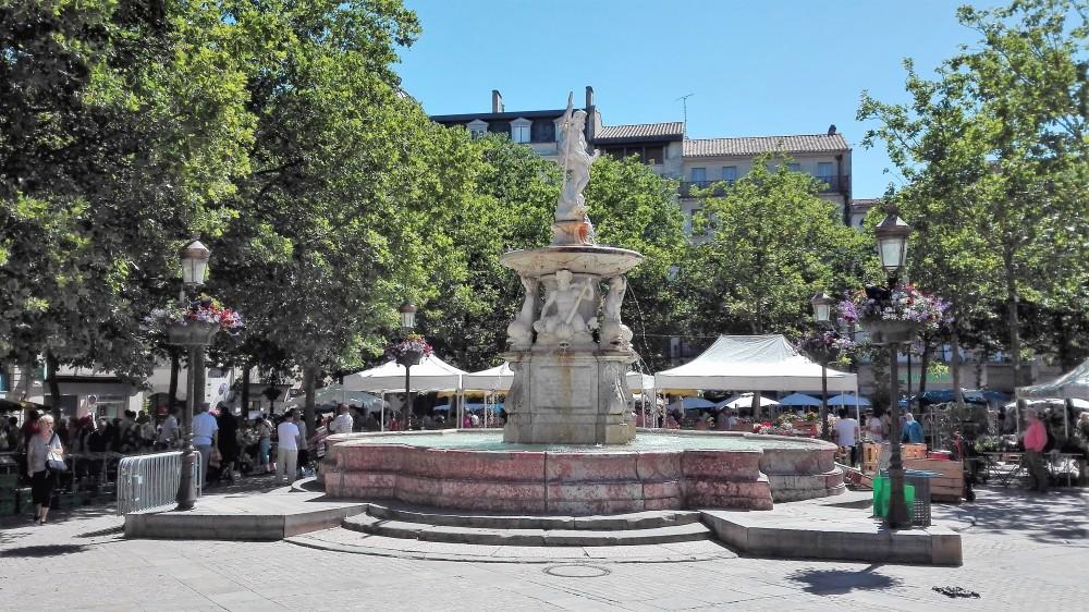 Carcasona-plaza-carnot-donviajon-mercados-occitania-francia