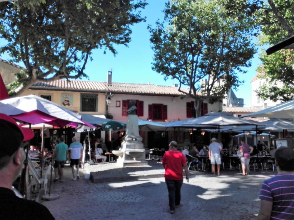 Carcasona-plazas-donviajon-ciudadela-medieval-languedoc-francia