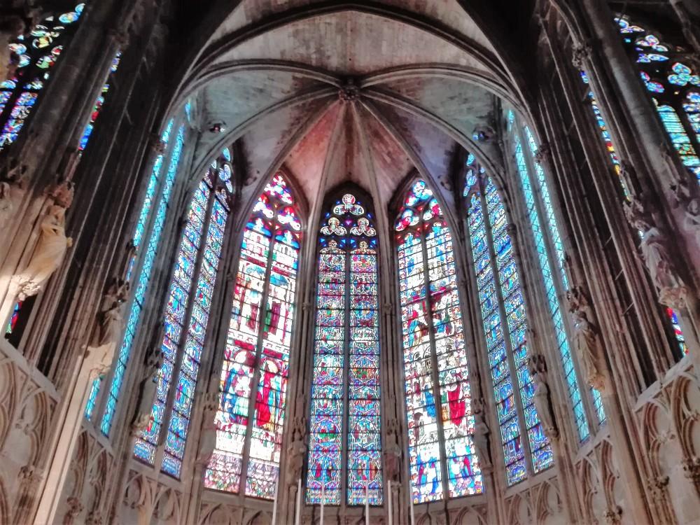 Carcasona-vidrieras-goticas-donviajon-gotico-romanico-frania