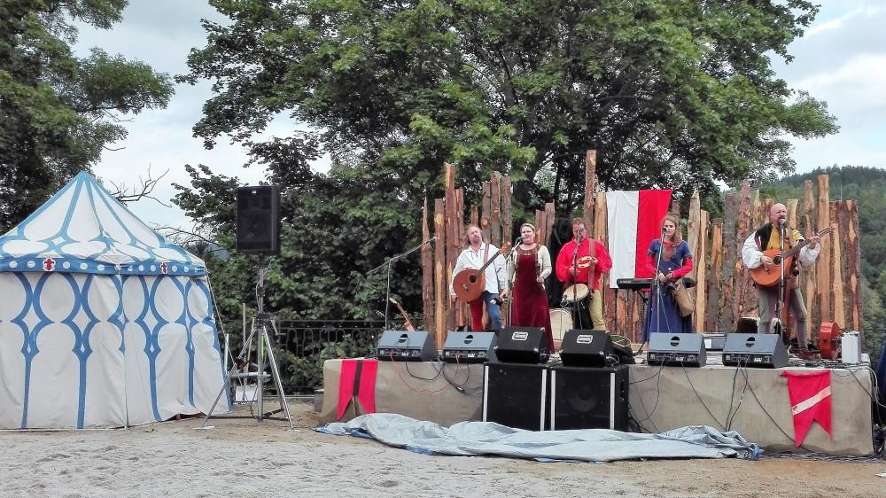 Loket-festival-medieval-donviajon-musica-gestas-medievales-chequia