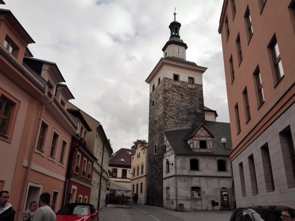 Loket-torre-negra-donviajon-murallas-medieval-chequia