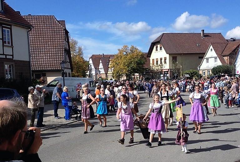 drindl-traje-tipico-donviajon-festivales-otono-alemania