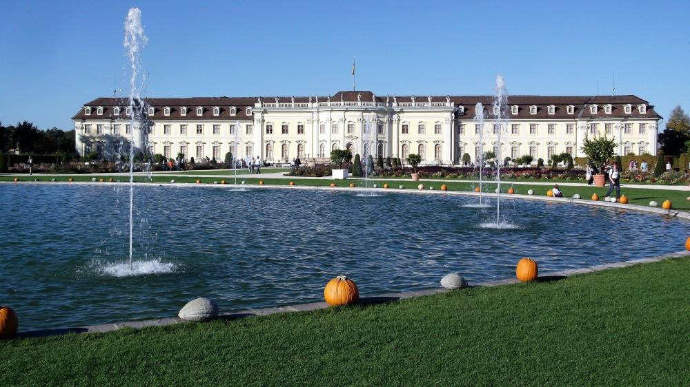 kuerbisausstellung-donviajon-palacio-ludwigsburg-festival-de-la-calabaza-diversion-esculturas-alemania