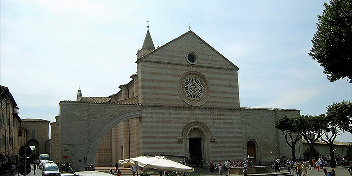 Asis-basilica-de-santa-clara-de-asis-donviajon-arte-cultura-religiosidad-crisitiana-turismo-italia