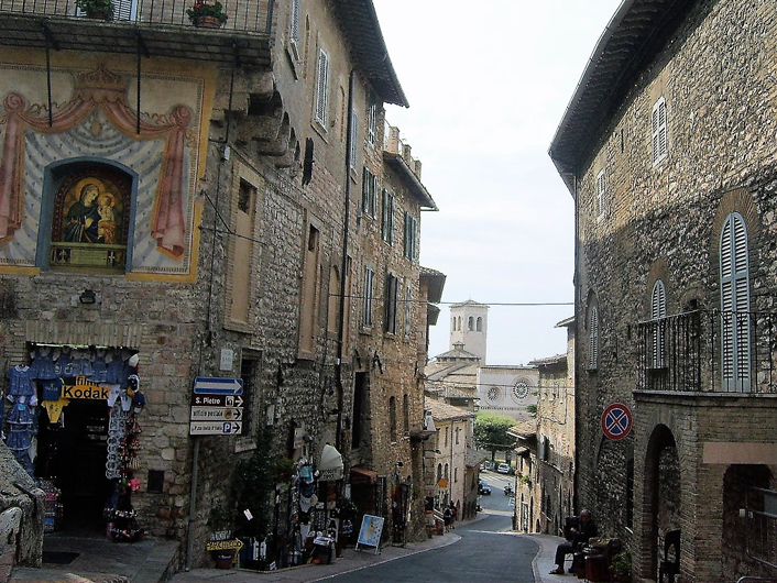 Asis-comercio-economia-umbria-donviajon-turismo-religioso-perugia-italia