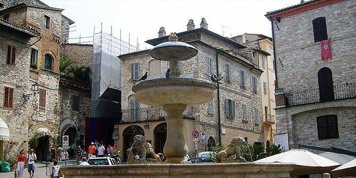 Asis-fuente-de-los-leones-donviajon-arquitectura-arte-cultura-medieval-umbria-italia