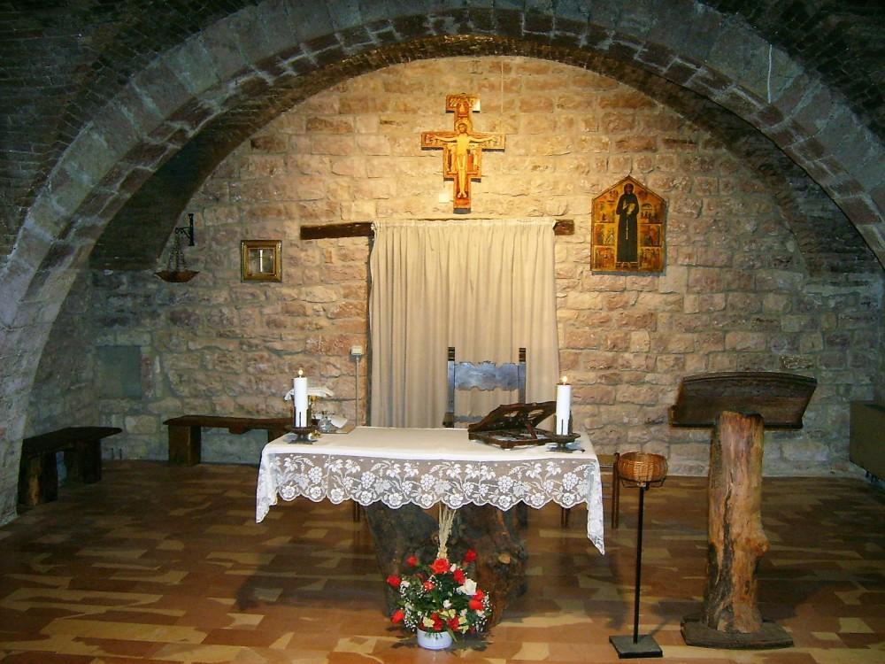 Asis-peregrinacion-a-la-tumba-de-san-francisco-de-asis-donvajon-turismo-espiritual-cultural-italia