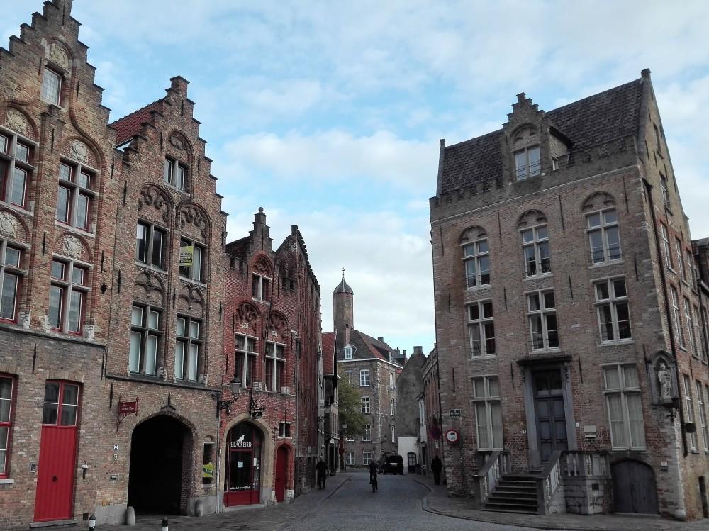 Brujas-arquitectura-urbana-flamenca-donviajon-viajando-con-pasion-turismo-flandes-belgica