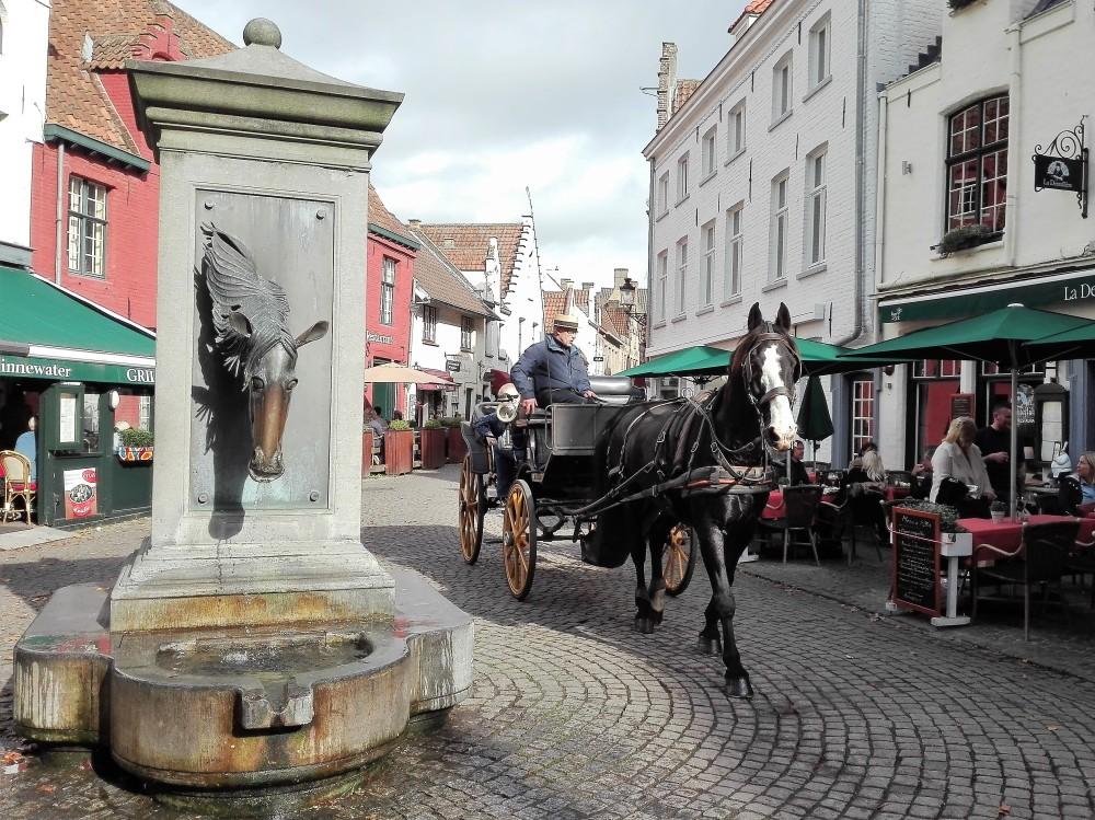 Brujas-calezas-carruajes-de caballos-donviajon-transporte-turistico-diversion-flandes-belgica