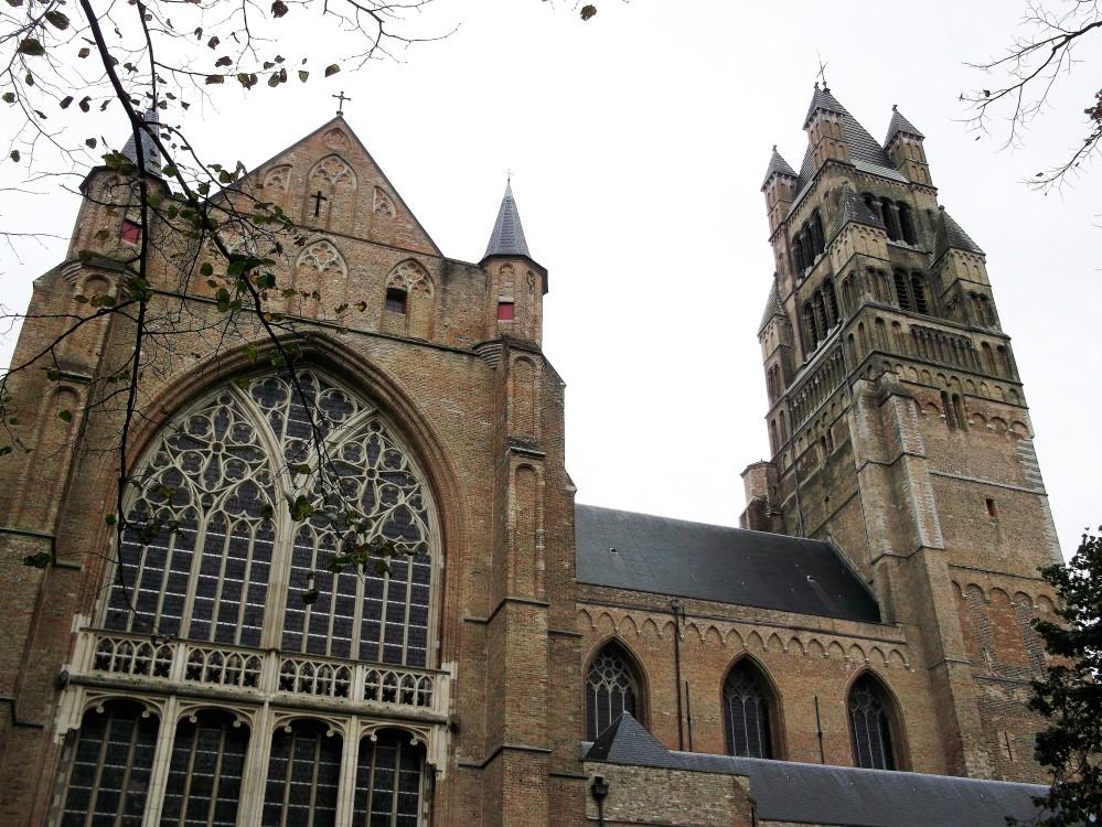 Brujas-catedra-de-san-salvador-donviajon-gotico-arte-religioso-flandes-belgica