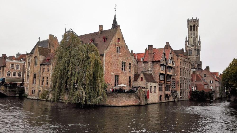 Brujas-ciudad-de-las-torres-y-canales-donviajon-arquitectura-gotica-medieval-flamenca-belgica