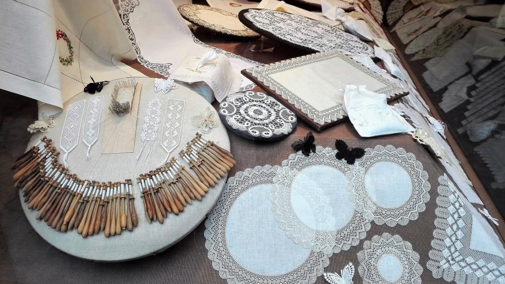 Brujas-encajes-donviajon-artesanias-populares-tradicion-flandes-belgica
