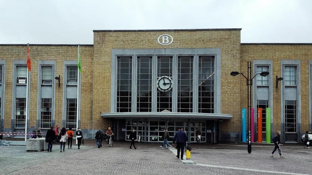 Brujas-estacion-de-trenes-donviajon-transporte-seguro-flandes-belgica