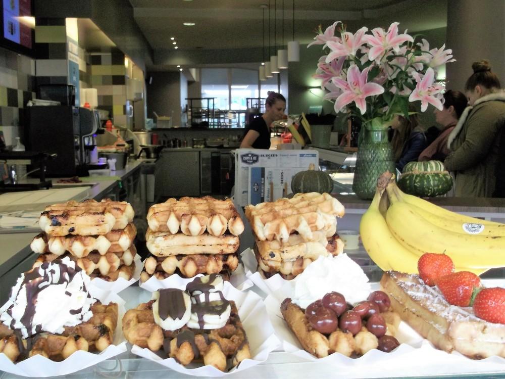 Brujas-gastronomia-belga-donviajon-waffles-flandes-belgica