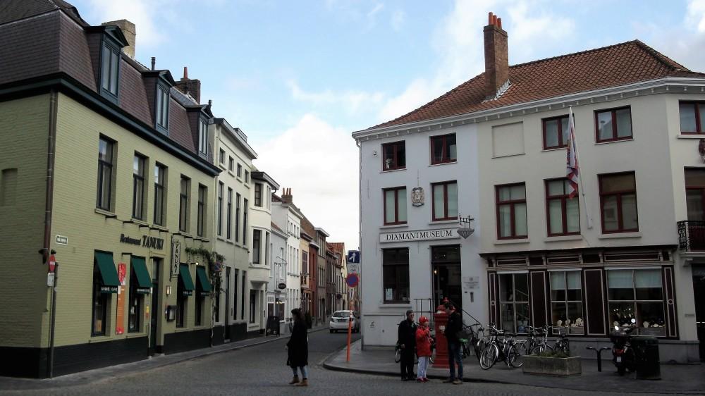 Brujas-museo-del-diamante-donviajon-arte-cultura-tradicion-flandes-belgica