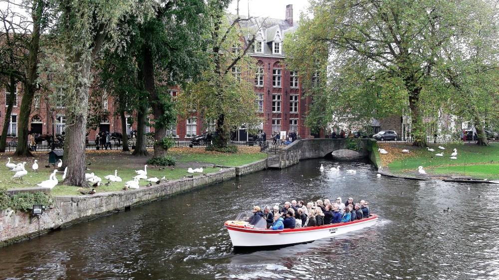 Brujas-parque-de-minnewater-donviajon-naturaleza-recreacion-diversion-paseos-flandes-belgica