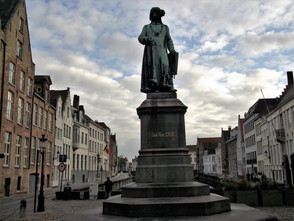 Brujas-plaza-de-jan-van-eyck-donviajon-arte-flamenco-flandes-belgica