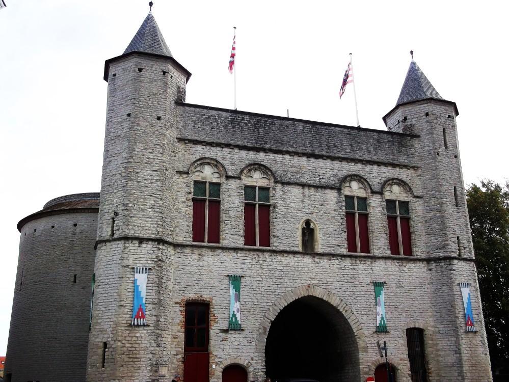Brujas-puerta-medieval-de-la-santa-cruz-donviajon-flandes-kruispoort-occidental-belgica