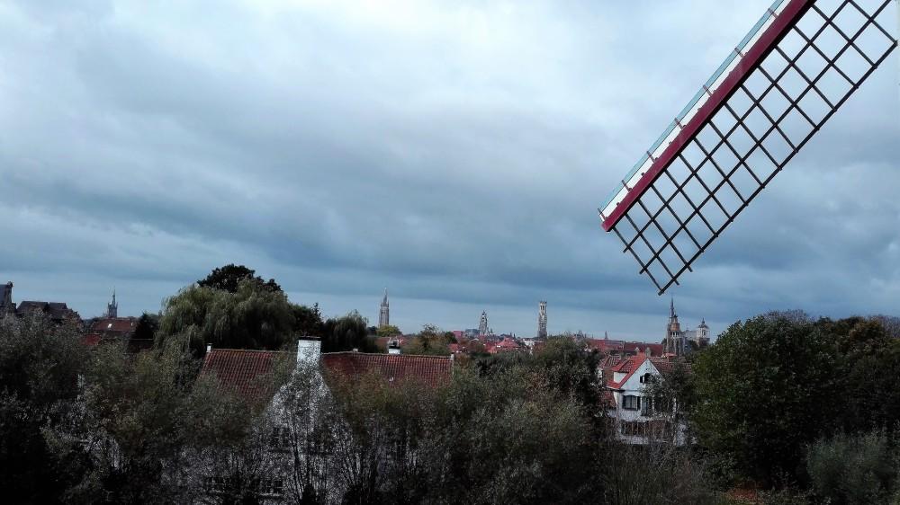 Brujas-torres-medievales-goticas-donviajon-molinos-de-viento-cultura-arte-turismo-flandes-belgica