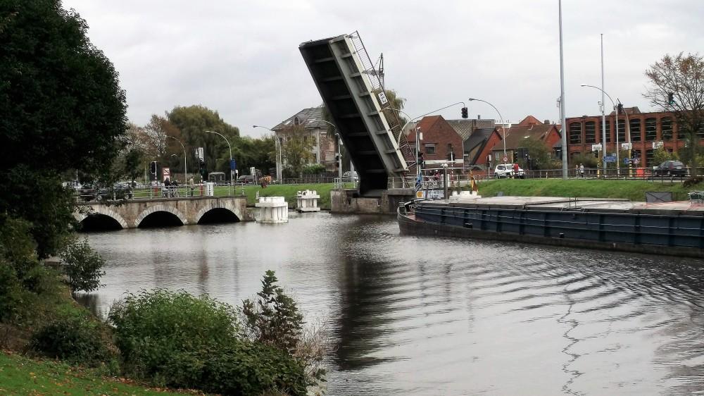 brujas-transporte-acuatico-canales-donviajon-comercio-internacional-flandes-belgica