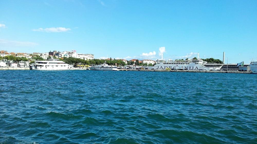 Split-transporte-en-ferries-jadrolinija-donviajon-islas-turismo-aventura-costa-de-Dalmacia-Croacia