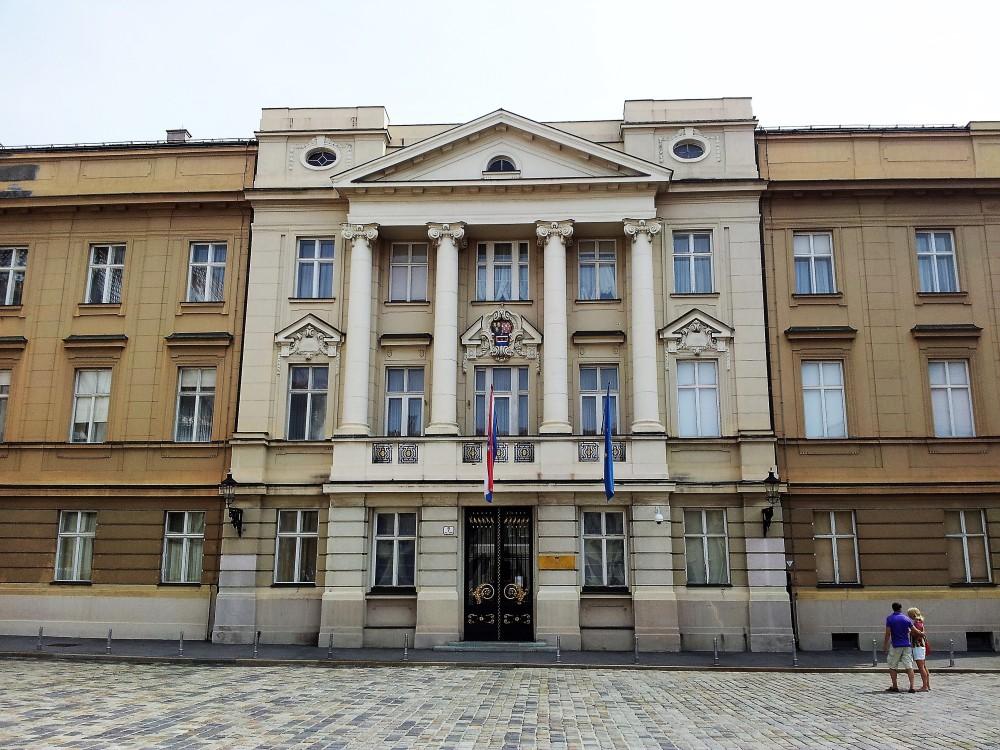 Zagreb-palacio-del-parlamento-donviajon-arquitectura-clasica-politica-instituciones-gubernamentales-croacia-turismo