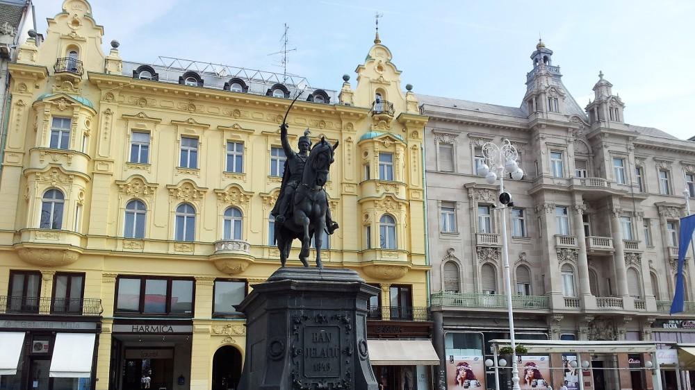 Zagreb-Plaza-Ban-Jelačić-donviajon-ciudades-cosmopolitas-cultura-arte-comercio-capital-croacia