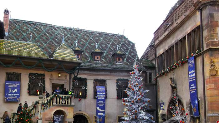 mercado-de-navidad-colmar-donviajon-casa-kofihus-artesanias-navidenas-alsacia-turismo