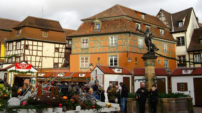 mercado-de-navidad-colmar-donviajon-plaza-de-la-antigua-aduana-turismo-alsacia-francia