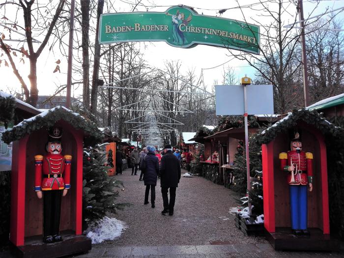 mercado-de-Navidad-donviajon-Baden-Baden-adornos-vino-caliente-turismo-selva-negra-Adviento-Alemania