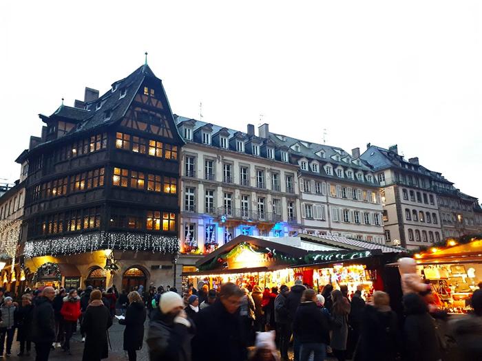 mercado-de-navidad-estrasburgo-donviajon-adornos-decoraciones-navidenas-turismo-alsacia-francia