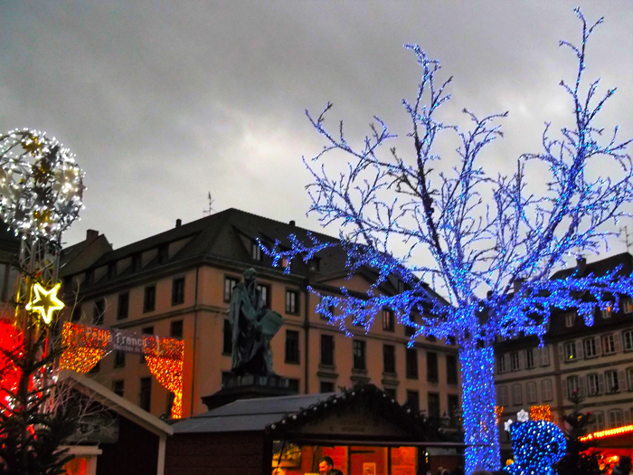 mercado-de-navidad-estrasburgo-donviajon-plaza-gutemberg-turismo-alsacia-francia