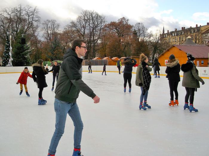 mercados-de-navidad-alsacia-donviajon-pista-de-hielo-turismo-de-invierno-francia